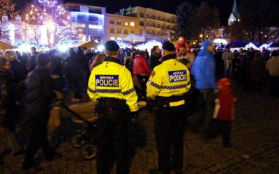 V předvánoční době MP Zlín posiluje dohled na místech s velkým pohybem lidí